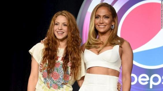 Џенифер и Шакира заедно го најавија спектакуларниот настап на Супер Боул