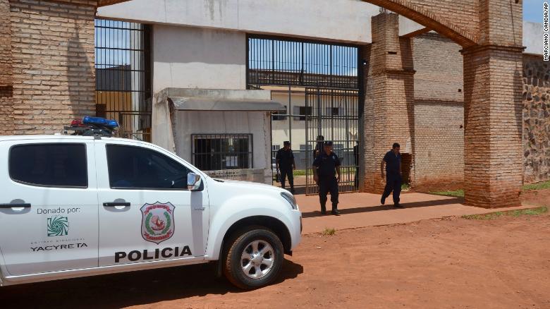 75 опасни затвореници, членови на банди, побегнаа од затвор во источен Парагвај
