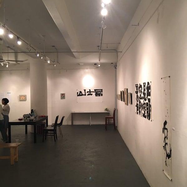 """Изложбата """"Аголност на илузијата на пакетирањето"""" на Славчо Спировски во Македонскиот културен центар во Њујорк"""