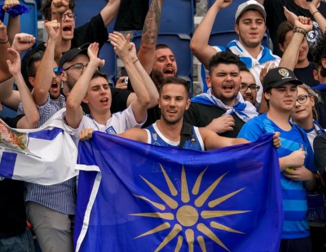 """Грчки навивачи скандирале против Македонија на """"Австралија опен"""": Полицијата и обезбедувањето ги исфрлиле од турнирот"""