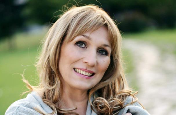 Оваа актерка му е прва љубов на Чолиќ, а тој за неа ја напиша најемотивната песна