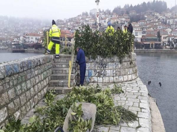 Охрид се подготвува за Водици: Украсено пристаништето и брегот