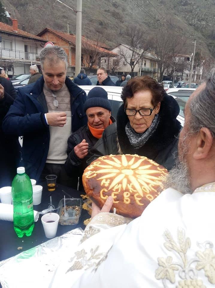 Роса Гапева ја направи најмакедонската погача за Водици