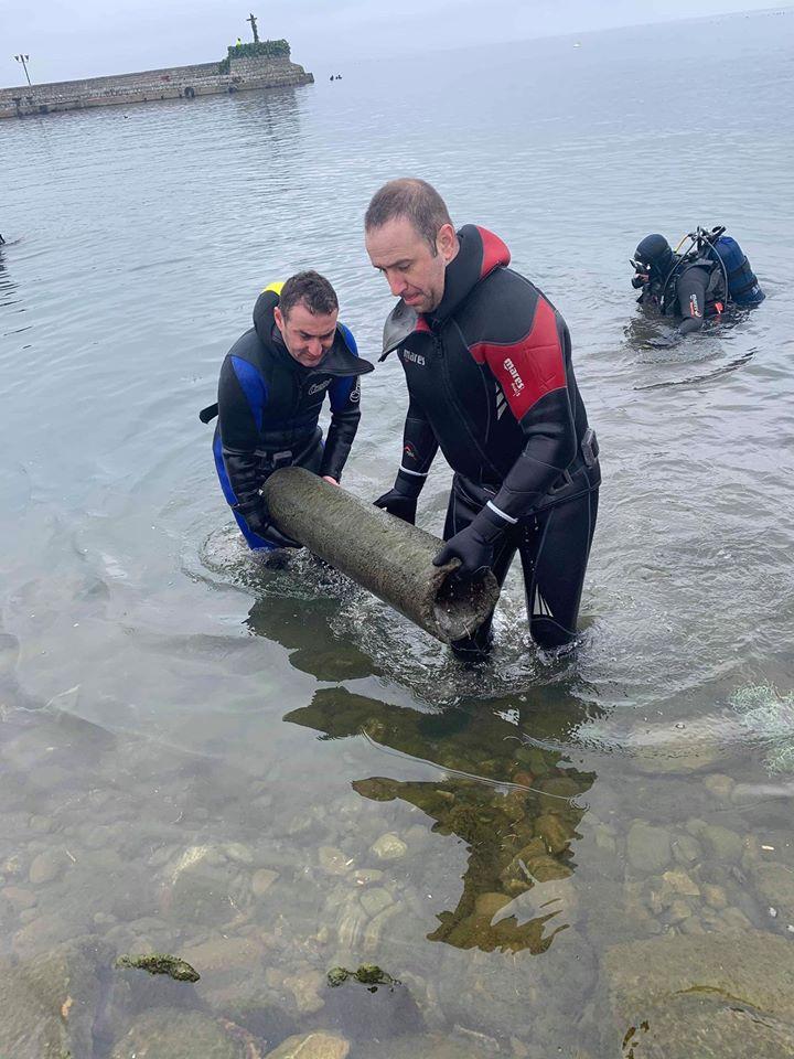 """Нуркачите од """"Амфора"""" го чистеа езерото пред Водици: Отпадоците се потенцијална опасност за скокачите по крстот"""