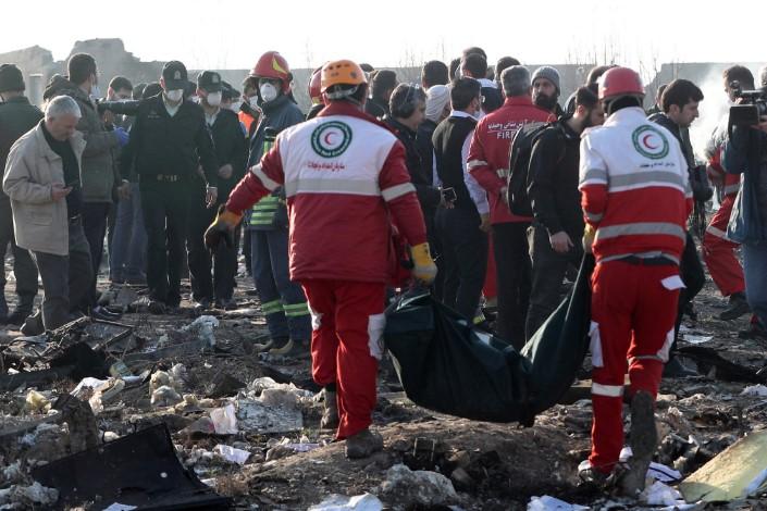Украина бара од Иран да ги предаде црните кутии од урнатиот авион