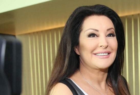 Се има се може: Драгана Мирковиќ од сопругот доби златна торта