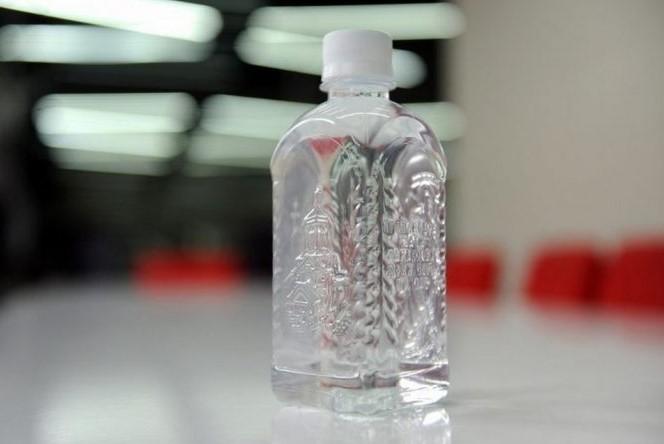 Земавте ли денеска светена вода: Попрскајте ги сите соби и напијте се за здравје
