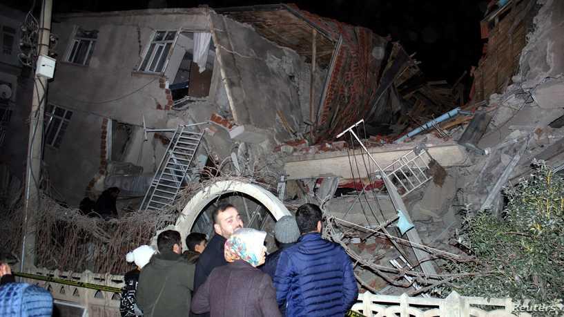 Расте бројот на жртвите, најмалку 21 загинат и над илјада повредени во земјотресот во Турција