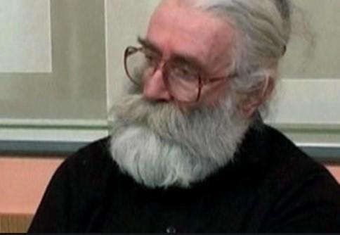 Навистина бил како доктор Бабиќ: Караџиќ во Хаг лечи со биоенергија