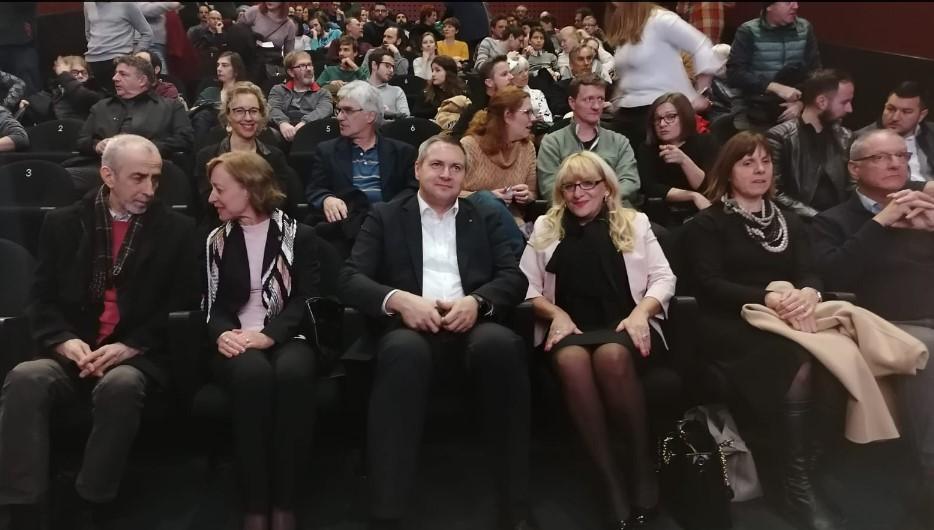 """Проекција на """"Медена земја"""" во Љубљана: Политичкиот врв и амбасадори ја наполнија словенечката кинотека"""