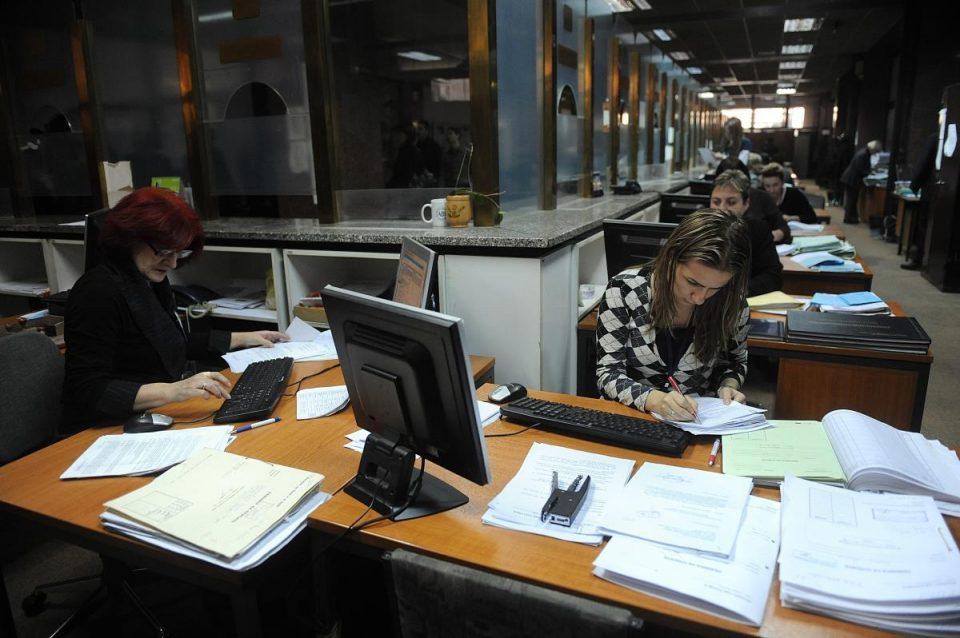 Предизборните вработувањата се пуштени на најјако: СДСМ во поход на брутална партизација на државниот апарат
