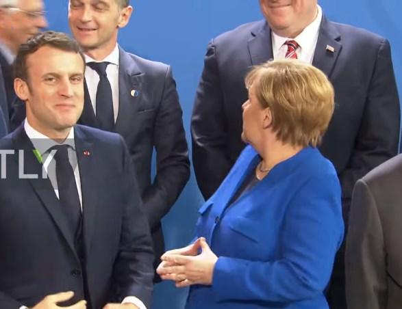 Меркел го бара Путин: Хит снимка од самитот во Берлин