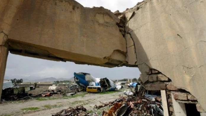 Патнички авион со 83 лица се урна во Авганистан