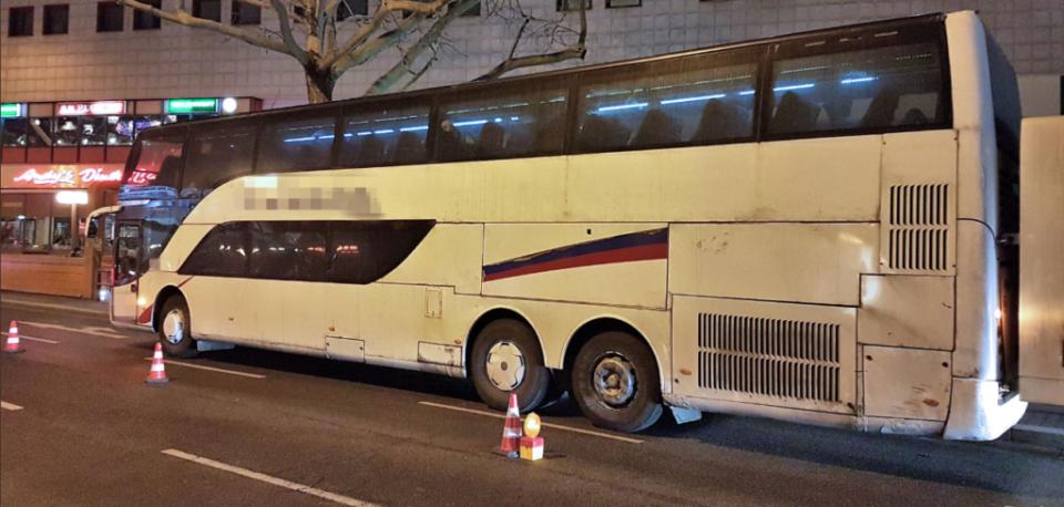 Германската полиција во шок: Српски автобус кој се распаѓал го исклучиле од сообраќај