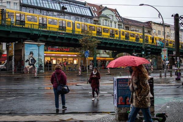 Полициски час во Берлин и Франкфурт поради зголемениот број на новозaбoлени
