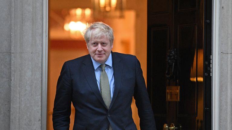 Британскиот премиер Борис Џонсон позитивен на коронавирус
