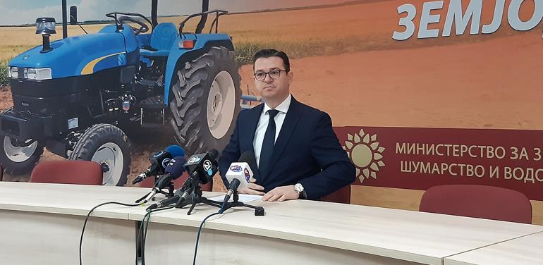 Трипуновски во Платежната агенција: Сакам лично да проверам зошто не се исплаќаат субвенции повеќе од две години