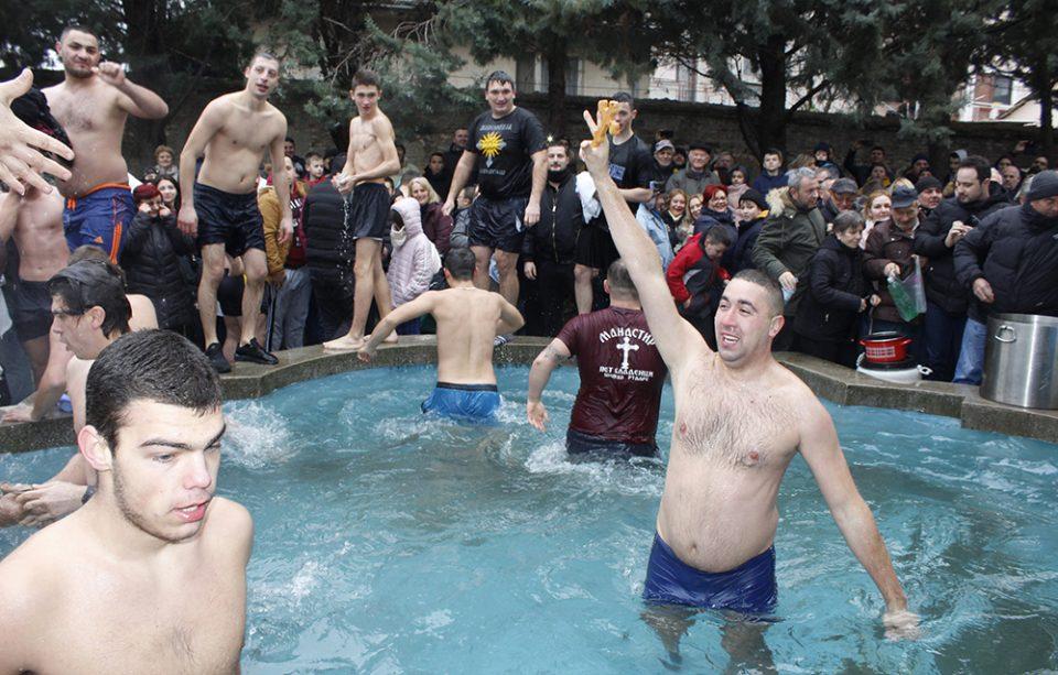 Дејан Цветановски го фати светиот крст во Куманово