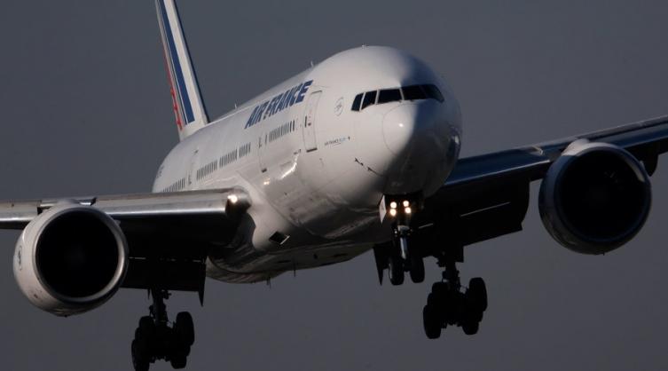 Пронајдено безживотно тело на патник во авион кој слетал од Абиџан