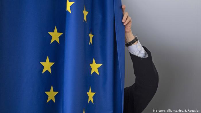 ЕУ молчи за снимките на Заев