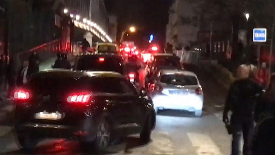 Maкрон итно евакуиран од Париз