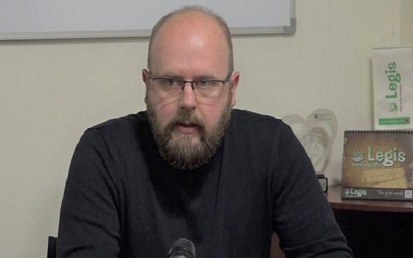 Сопругот на Мерсиха Смаиловиќ му се закани на новинарот Љупчо Златев со тужба