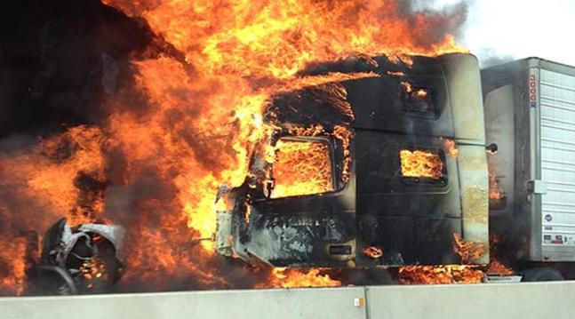 Проблем со моторот: Изгоре автомобил на патот Чашка-Велес