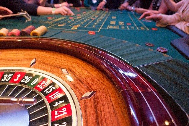 Откако им се дозволи на домашните обложувалници, МФ ќе ги штити од странски припредувачи на игри на среќа