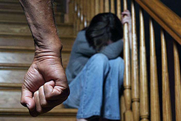 Ја присилил малолетната ќерка на брак и ја продал за 6.000 евра: Татко осуден на 7 години затвор