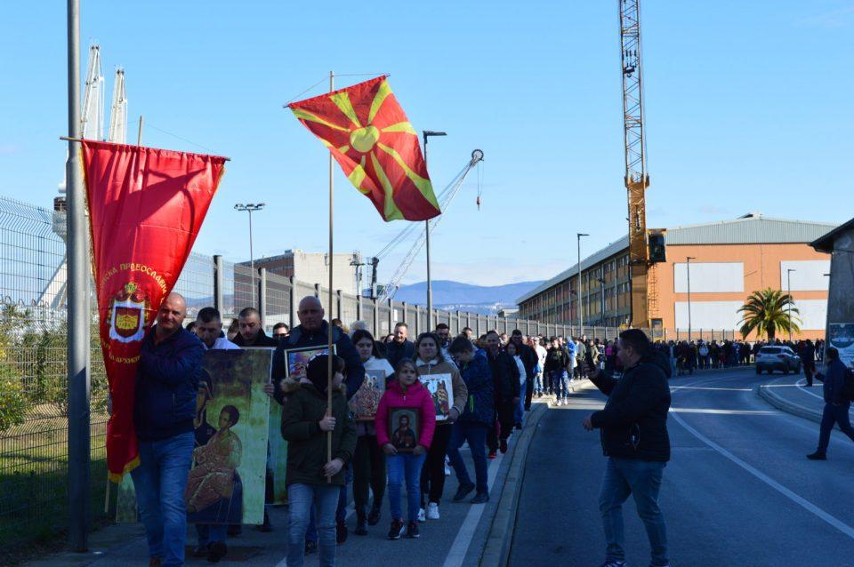 Околу 500 Mакедонци скокаа по светитот крст во Копер, Словенија