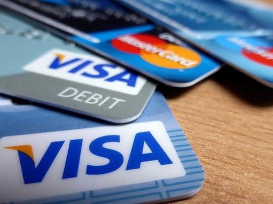 Велика Британија забрани користење кредитни картички за обложување