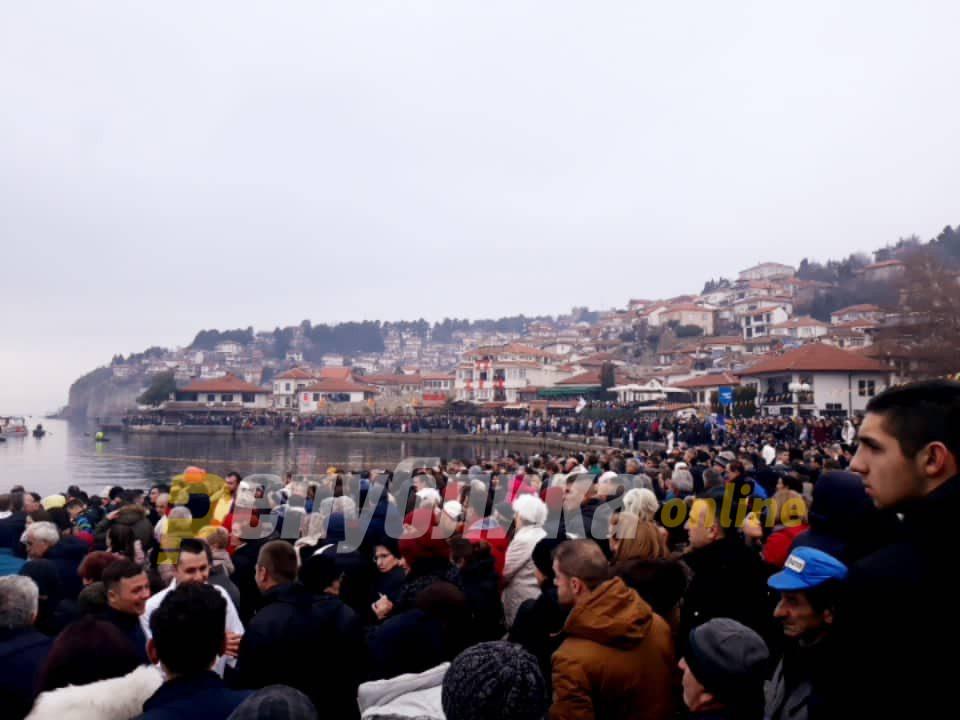 Петар Рупески од Варош по петти пат го фати крстот во Охрид