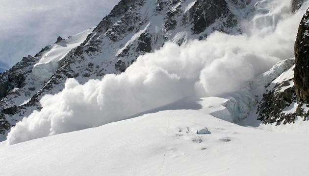Седум планинари исчезнаа во лавина во Непал