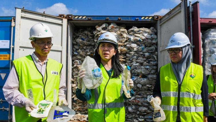 Не сме ѓубриште: Малезија им врати 3.700 тони отпад на богатите земји