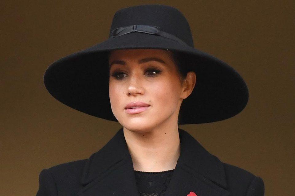 Маркл верува дека кралското семејство ковало завера против неа?