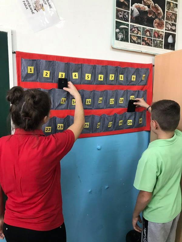 Од понеделник забранети мобилни на час во Ѓорче Петров