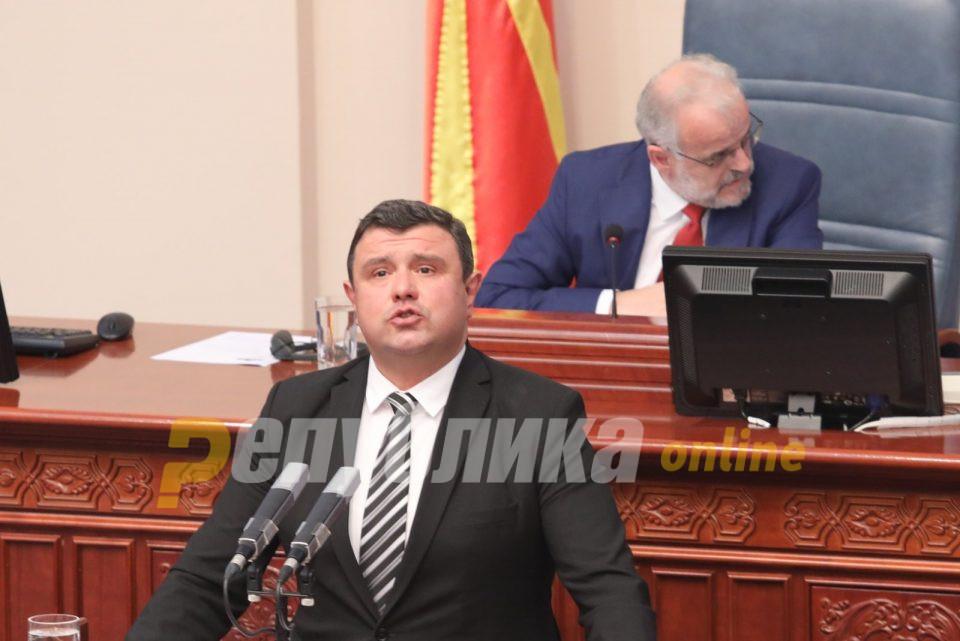 Mицевски за скафандерот на пратеничката на СДСМ: Таков протокол не постои, законите важат за сите граѓани