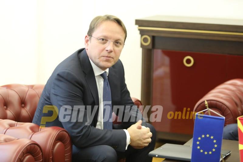 Вархеји во ЕП: Ако повторно се одложи датумот за Скопје и Тирана се ризикува стабилноста на регионот