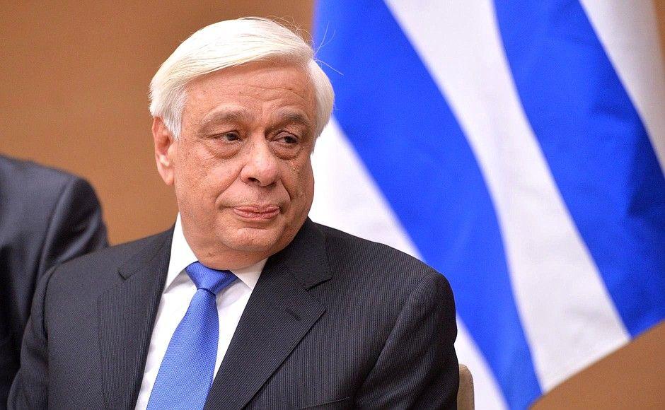 Грчкиот претседател пренесен во болница поради висока температура