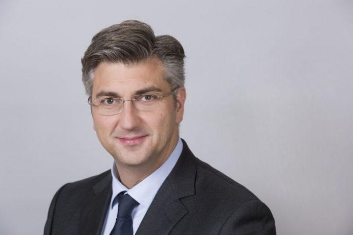 """Хрватскиот премиер, министерот за здравство и претседателот на парламентот јавно ќе се вакцинираат со """"Астра Зенека"""""""