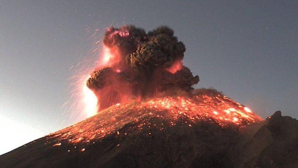 Жолт аларм во Мексико по ерупцијата на Попокатепетл