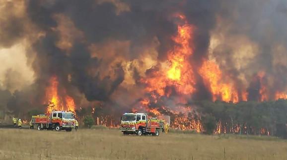 Жители на Австралија евакуирани поради нови пожари