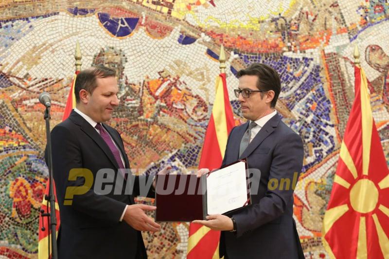 Пендаровски му го врачи мандатот за техничкиот премиер на Оливер Спасовски