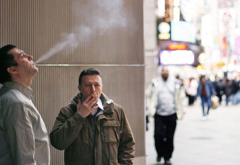 Компанија престана да им го плаќа на вработените времето минато на пушење