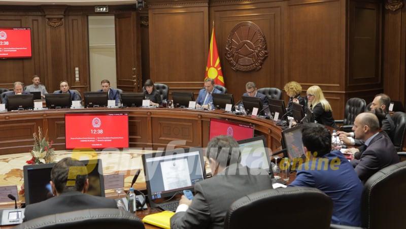 Владата ќе препорача продолжување на вонредната состојба, а Заев бара брзи избори