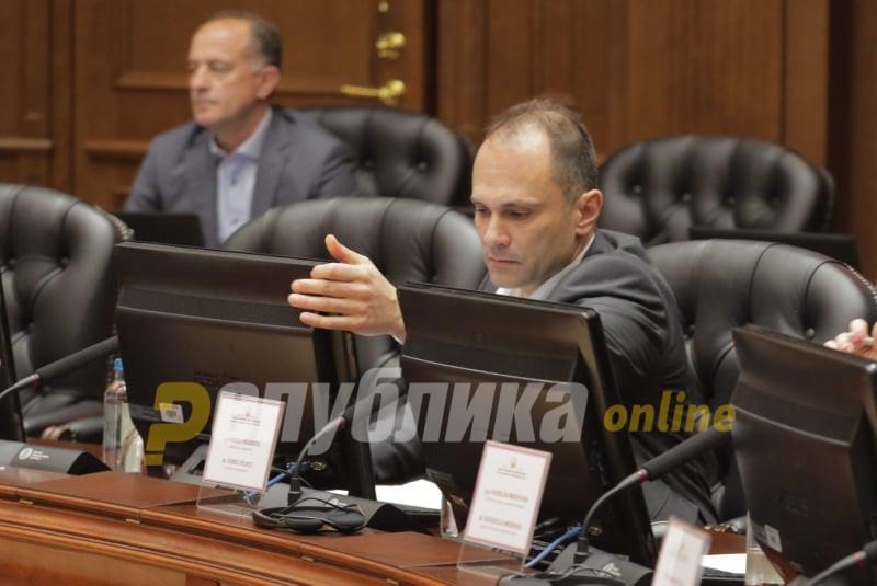 Филипче пред да ги обвинува граѓаните, кај себе да ја побара одговорноста за состојбата со коронавирусот