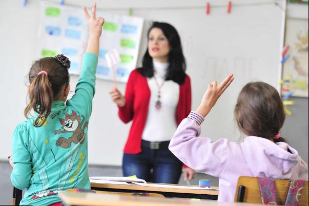 Учебната година ќе почне на 1 октомври, одлучи Владата