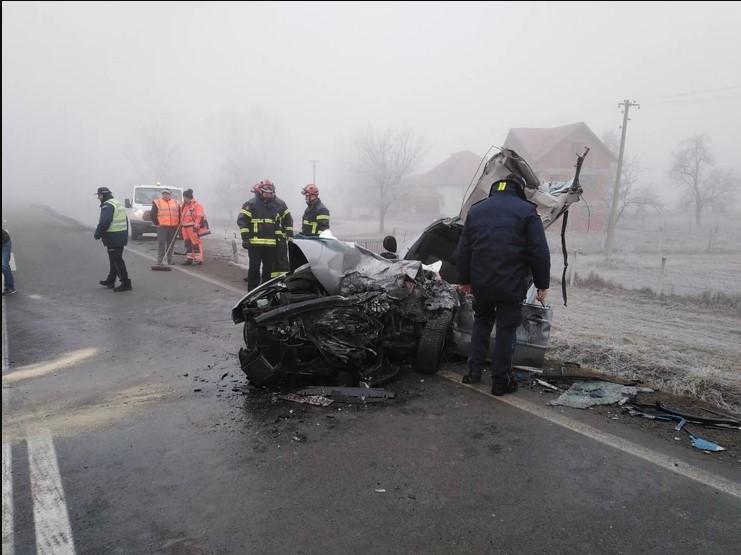 Загинаа братучеди, мајка е повредена: Автомобилот целосно смачкан после судир со автобус