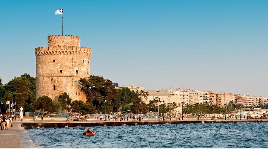 Од морето во Солун извлечени 21 електричен тротинет