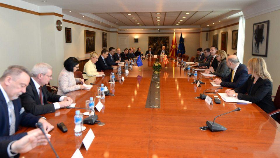 Спасовски со амбасадорите на ЕУ: Носењето на Законот за ЈО не е услов за евроинтеграциите, но е добра порака